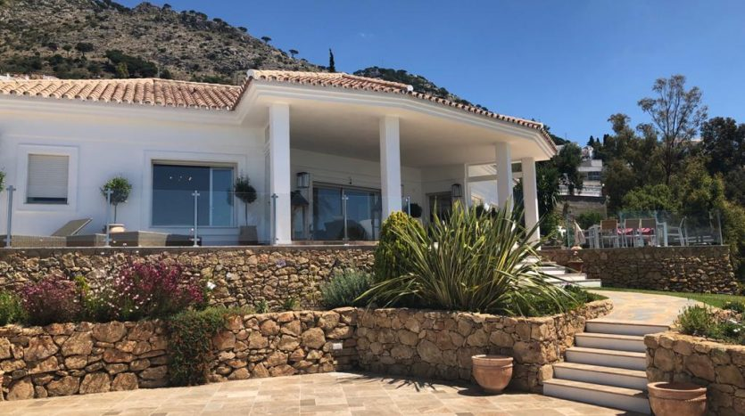villa-with-terraces-835x467